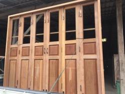ชุดประตูบานเฟี้ยมไม้