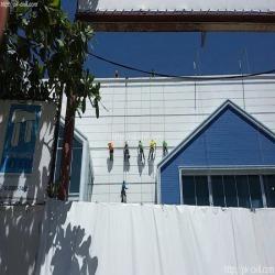 โรยตัวทาสีอาคารสูง