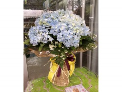 รับจัดแจกันดอกไม้