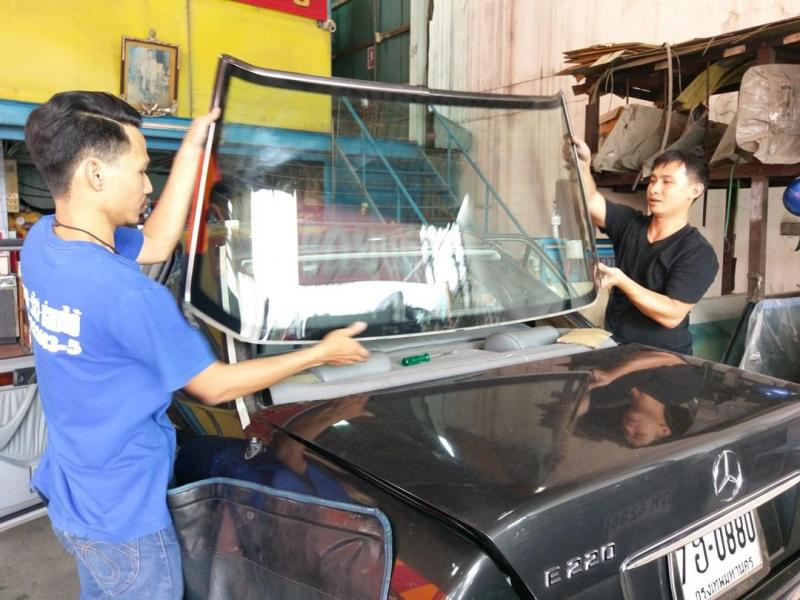 ร้านรับซ่อมกระจกรถยนต์พัฒนาการ