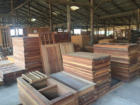 ประตูไม้ หน้าต่างไม้ - บริษัท ซิ้มย่งหลี ทิมเบอร์ กรุ๊ป จำกัด - ไม้ขายปลีก ขายไม้  ขายส่งไม้แปรรูป  วงกบไม้  ขายปลีกไม้   ประตูไม้   หน้าต่างไม้