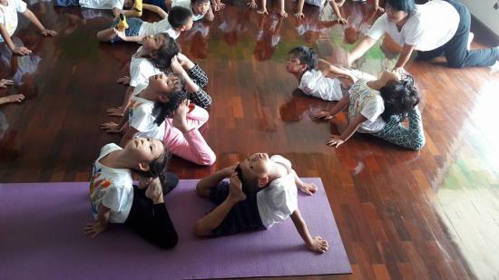 เทพสนิท โรงเรียนอนุบาลและเนอสเซอรี่ - ฝึกพัฒนาการกล้ามเนื้อ