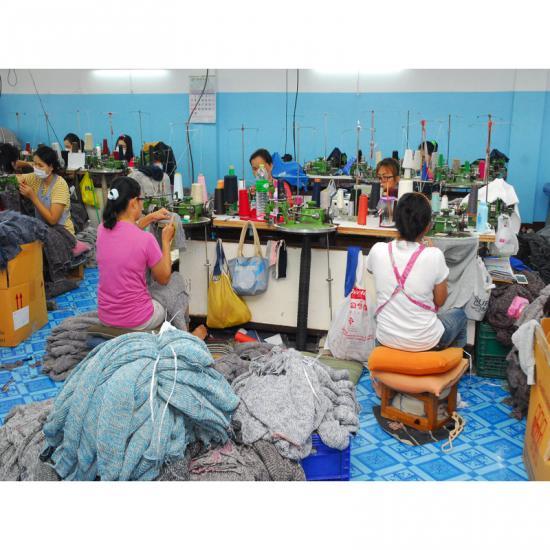 รับผลิตเสื้อผ้าสำเร็จรูปจำนวนมาก รับผลิตเสื้อผ้าสำเร็จรูปจำนวนมาก