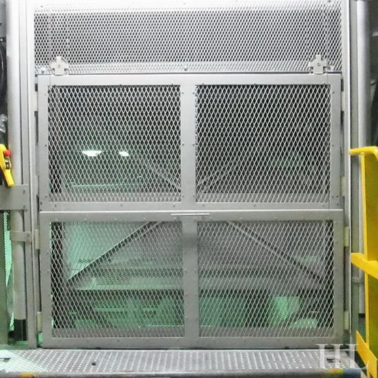 กระเช้าลิฟต์หุ้มตะแกรง กระเช้าลิฟต์หุ้มตะแกรง  ติดตั้งลิฟต์  ออกแบบลิฟต์  อะไหล่ลิฟต์  ลิฟต์โดยสาร  ลิฟต์บรรทุก  ซ่อมลิฟต์