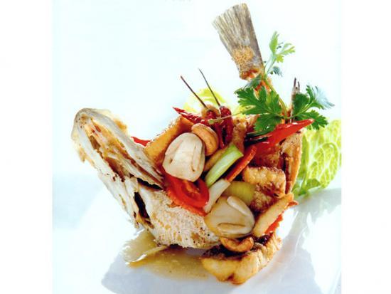 ปิ่นโตครัวบ้าน - ปลาทอดผัดเม็ดมะม่วงหิมพานต์