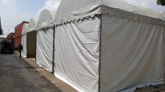 หนึ่งเต้นท์รามอินทรา - เต็นท์ทรงโค้ง สีขาว พร้อมผ้าใบปิดข้าง