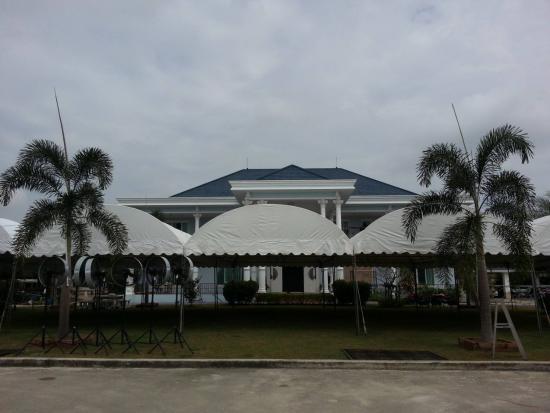 หนึ่งเต้นท์รามอินทรา - เต็นท์ทรงโค้ง สีขาว ขนาด 4 X 8 เมตร