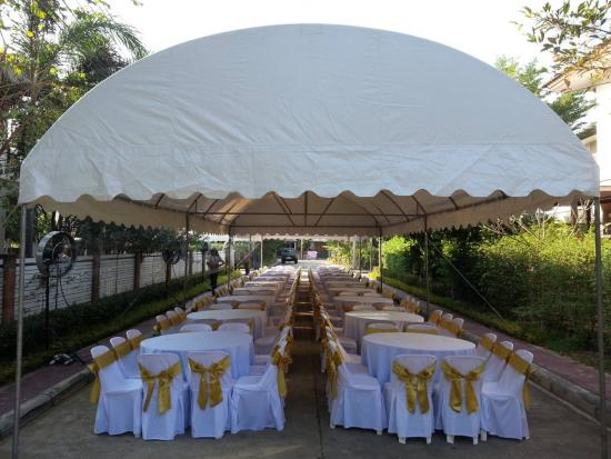 หนึ่งเต้นท์รามอินทรา - เต็นท์ทรงปิระมิดสีขาว ขนาด 2 X 2 เมตร