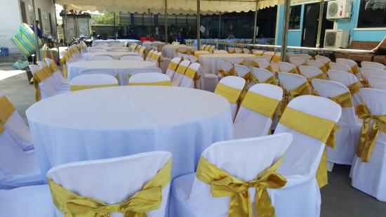 หนึ่งเต้นท์รามอินทรา - โต๊ะกลมจัดงานเลี้ยง