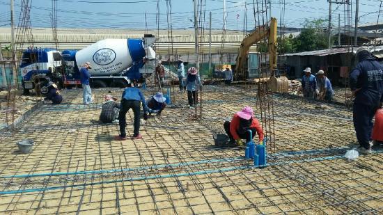 งานเทพื้นคอนกรีต - ห้างหุ้นส่วนจำกัด ทีแอนด์บี รับสร้างบ้าน  - บริษัทรับเหมาก่อสร้าง รับก่อสร้างบ้าน สร้างบ้านราคาถูก สร้างอาคารราคาถูก สร้างตึกราคาถูก