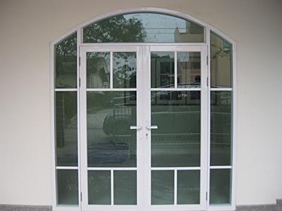 ประตูกกระจกอลูมิเนียมบานเปิด