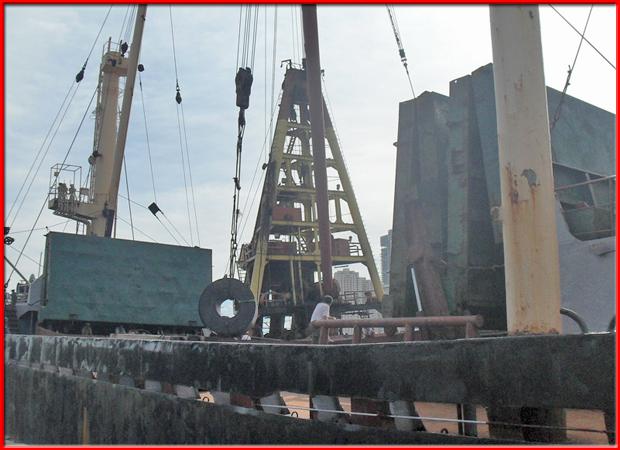 บริการช่วยเหลือยกอุปกรณ์บริเวณท่าเรือ