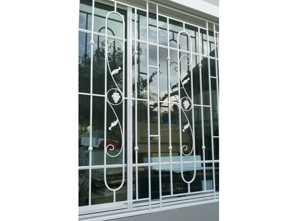 งานเหล็กดัดประตู หน้าต่าง - ร้าน สมนึกการช่าง