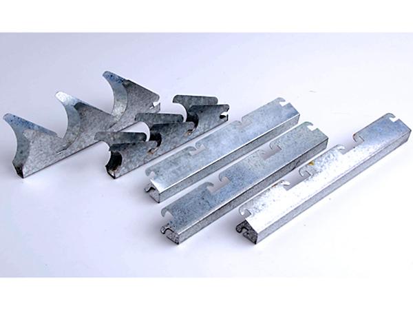 ขาเกล็ดสังกะสี (ความหนา 0.5 mm. และ 0.6 mm. มีแบบฟันชิด แบบเว้นร่อง  และแบบเฉียง ความยาว 2.40 เมตร และ 3.00 เมตร ) ขาเกล็ดอลูมิเนียม (ความหนา 0.9 mm. มีแบบฟันชิด แบบเฉียง 45 องศา ความยาว 2.40 เมตร) - บริษัท เอ็ม เอ แม็ก กรุ๊ป จำกัด