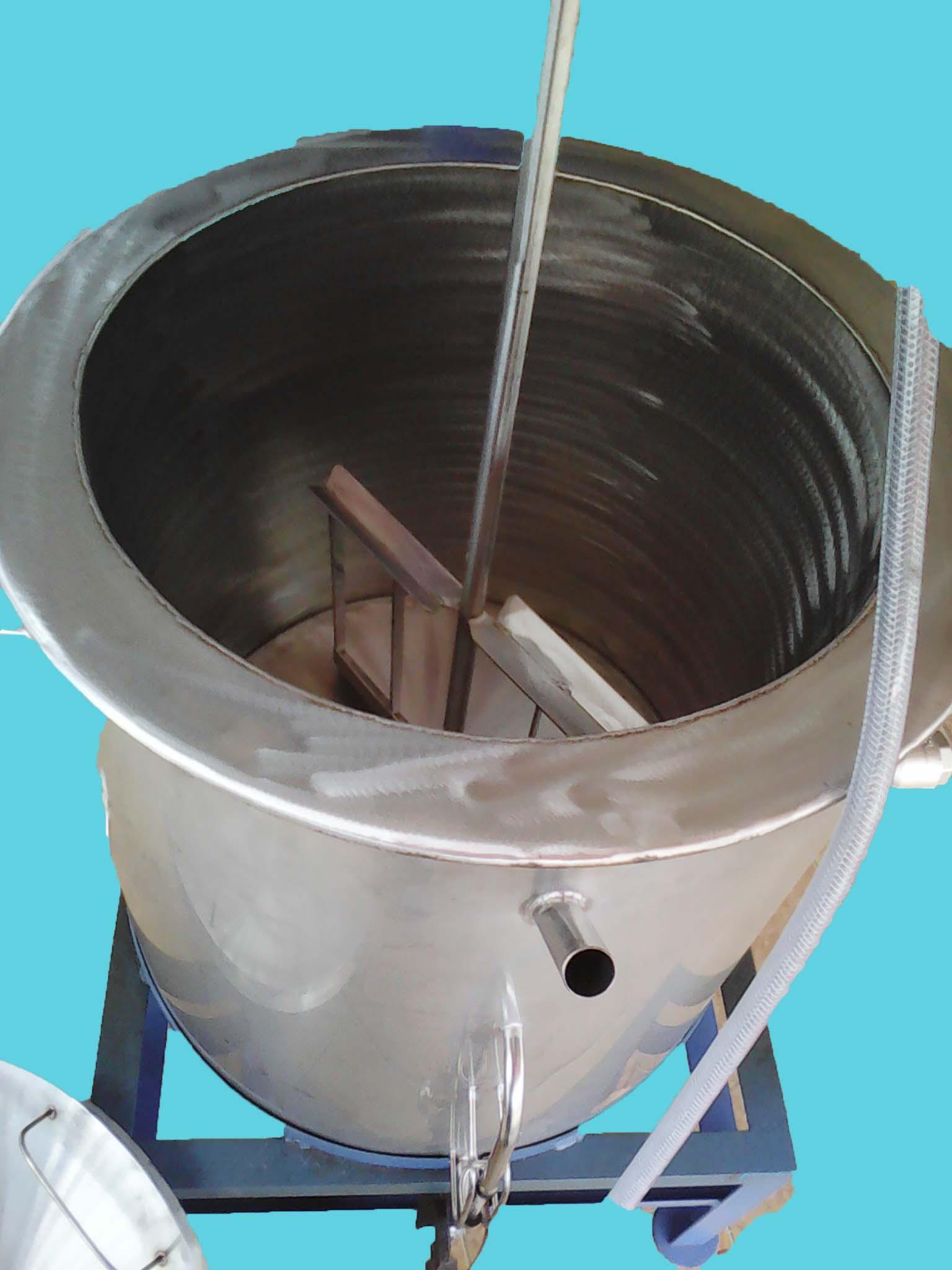 ภายในถังต้มนำจิ้มชาบู-สุกี้