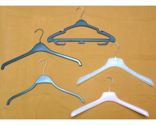 ไม้แขวนเสื้อสูทหัวเหล็กแบบต่าง ๆ