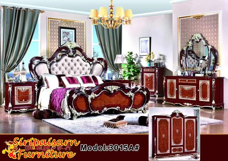 ชุดห้องนอนหลุยส์ สีไม้มะฮอกกะนี หัวเตียงบุหนัง หรูหรา